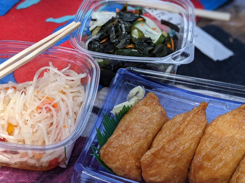 Times Supermarket vegan deli items : inari, papaya salad, seaweed salad Vegan Kauai Eats